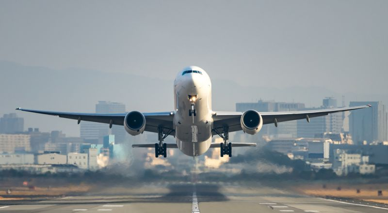 مُسافرة تُربك طائرة قبل إقلاعها.. والسبب
