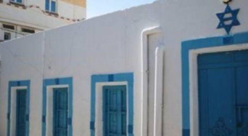 إسرائيليون يُحيون أعيادا يهودية في جزيرة تونسية