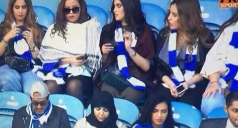 شاب سعودي يطلّق زوجته بعدما شاهدها عبر التلفاز بالمدرجات في مباراة السوبر بلندن