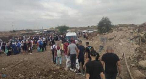 ثغرة بالجدار تمنح مئات الفلسطينيين عطلة في يافا وحيفا والقدس