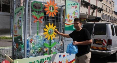 عشرات الاولاد يجلبون قناني البلاستيك وبالمقابل يحصلون على البوظة