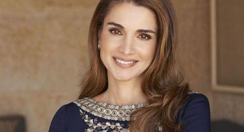 الملكة رانيا ترتدي زيا لمصمم عربي خلال زيارتها إلى الصين