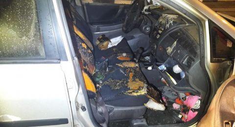 الناصرة: إحراق سيارة مواطنة (70 عاما)، والحاق اضرار بجدار مكتب في السوق القديم