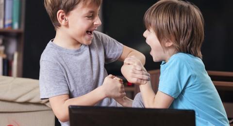 كيف أعلم طفلي الرد على الضرب بالضرب؟