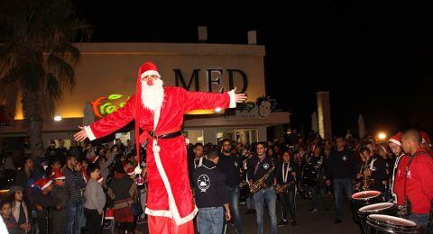 اضاءة شجرة عيد الميلاد في عكا