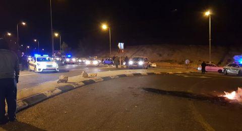 متطرفون يهود يغلقون مدخل قرية عكبرة وشجار في المكان