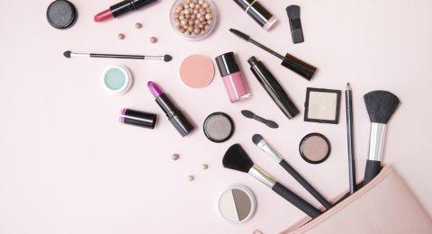 كيف تؤثر مستحضرات التجميل والعناية بالبشرة على البلوغ عند الإناث؟