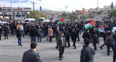 مباشر- أم الفحم: اغلاق شارع 65 احتجاجًا على العنف وتقصير الشرطة!