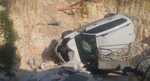 بئر المكسور: اصابة متوسطة لشاب جراء سقوط سيارة الى ساحة منزل