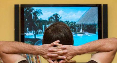 دراسة تحذر: الجلوس طويلاً أمام التلفزيون قد يصيبكم بهذا المرض القاتل