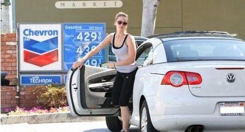 مشاهير يملكون سيارات رخيصة... من هم؟