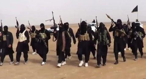 محاصرة آخر معقل لداعش في سوريا واستسلام المئات