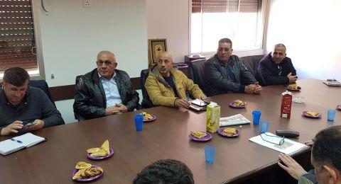 جلسة عمل بين رئيس مجلس محلي الرينة وممثلين عن وزارة الاقتصاد حول ترميم وتطوير المنطقة الصناعية