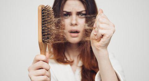 اسباب تساقط الشعر بعد الولادة، تعرفي عليها الآن!