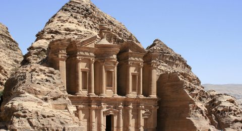 أكثر من 800 مليون دولار عائدات الأردن من السياحة في شهرين