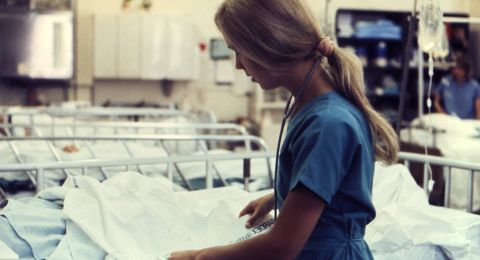 الاعتراف بتغيب النساء عن العمل لعلاجات الإخصاب-كإجازة مرضية