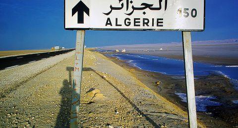 رئيس الوزراء الجزائري أحمد أويحيى يقدم استقالته للرئيس بوتفليقة