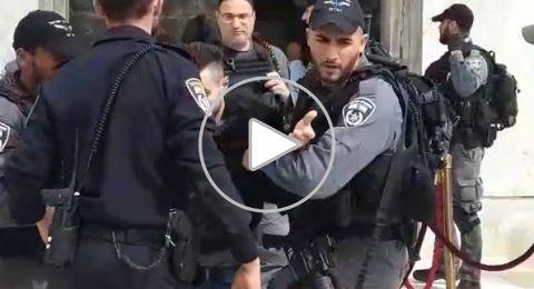 مفرقعات نارية تجاه مركز شرطة القدس، والأخيرة ترد بالعنف واقتحام الأقصى