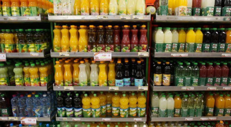وزارة الاقتصاد تعمل على خفض أسعار المنتجات في الأماكن العامة