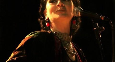ريم بنا تغني في مدينة الخليل لشهداء الثورات العربية