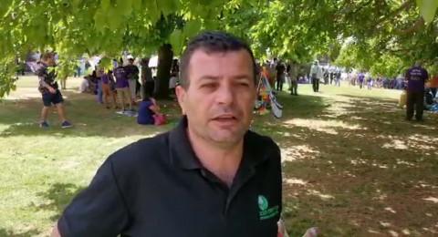 يوسف عساقلة يتحدث-  القدس: وقفة احتجاجية تطالب الحكومة بالاهتمام بقطاع السياحة والرحلات التربوية ودفع التعويضات