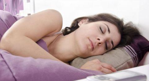 تعاني من الأرق؟.. تطبيقات تساعد على النوم في زمن