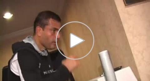 الفنان عمرو دياب يبدع بالغناء والرياضة