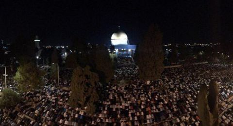 في ليلة القدر: 380 ألف مصل أدوا الصلاة في الأقصى