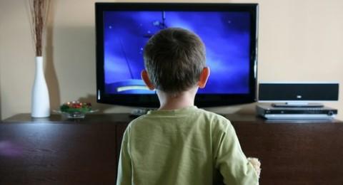 حافظوا على أولادكم من التلفاز والحاسوب!