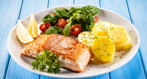 طبق اليوم: سمك السلمون مع الخضار