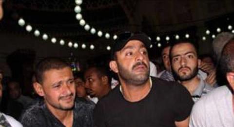 رامز جلال ينهار أثناء تشييع جنازة والده