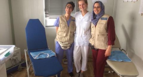 طبيبتان فلسطينيتان تساعدان اللاجئين في اليونان