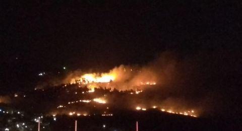 حريق هائل في الأحراش المجاورة للدحي واخلاء منازل