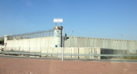 بعد توجه عدالة: مصلحة السجون تمنع تشغيل الأسرى والسجناء العرب خلال أعيادهم