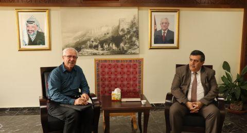 رئيس بلدية بيت لحم يستقبل وفداً من مدينة مونبلييه الفرنسية المتوأمة مع بيت لحم