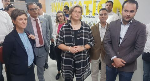 نائب رئيس وزراء ولاية تارلاند الألمانية تتفقد الطلبة المتدربين من الدراسات الثنائية في جامعة القدس