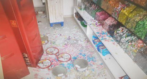 لائحة اتهام ضد مشتبهين من سخنين بإطلاق على محل حلويات
