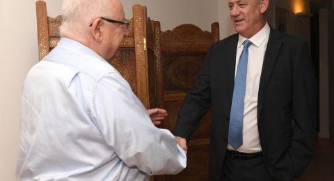 غانتس يلتقي الآن مع ريفلين ونتنياهو يحذر من حكومة مع