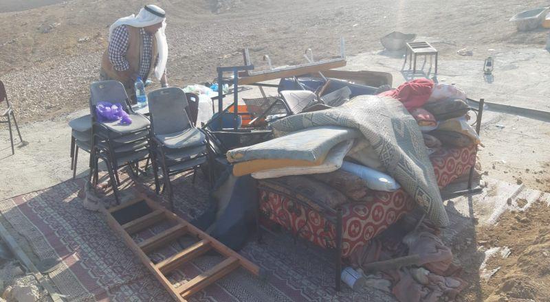 الاحتلال يهدم غرفتين سكنيتين في