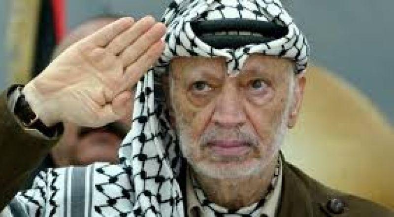 اشتهر بكوفيته وخطاباته الحماسية النارية.. ياسر عرفات أيقونة النضال الفلسطيني في ذكرى رحيله الـ15