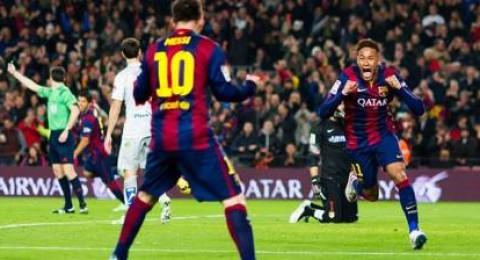 ميسي يسطع مجددا ويقود برشلونة لسحق أتلتيكو مدريد بثلاثية