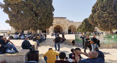 الجمعة الأولى في رمضان: الآلاف يصلون إلى المسجد الأقصى رغم التقييدات