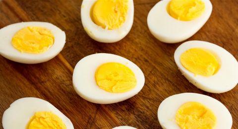 بينها البيض.. مأكولات نتناولها يومياً تسبب الطفح الجلدي