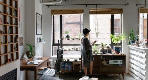 حلول الديكور لركن العمل المنزلي في غرفة ضيقة