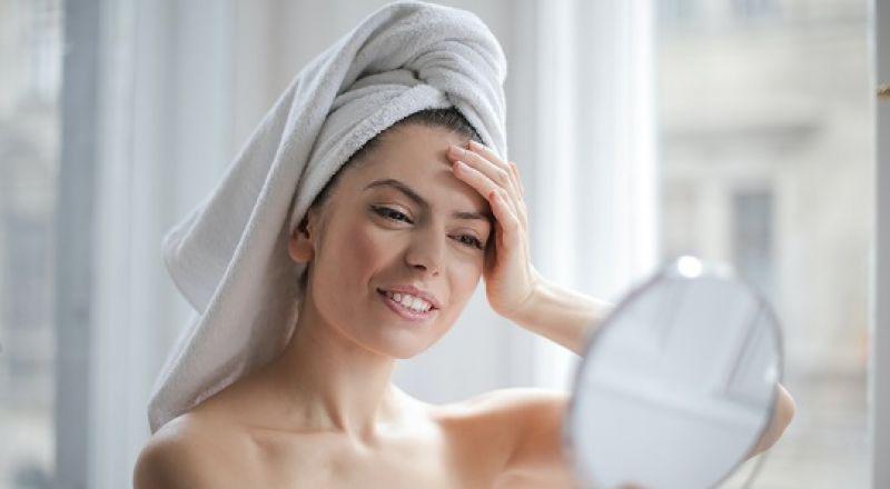 كيف تحافظ منشفة المايكرو فايبر على صحة شعرك؟