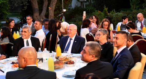 ريفلين يستقبل رؤساء سلطات محلية وشخصيات اجتماعية من المجتمع العربي وسفراء عرب لوجبة إفطار