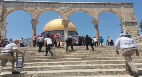 عشرات الآلاف في خطبة الجمعة بالمسجد الأقصى: دعوات للتواجد يوم الأحد وتحذيرات من تسريب الأملاك