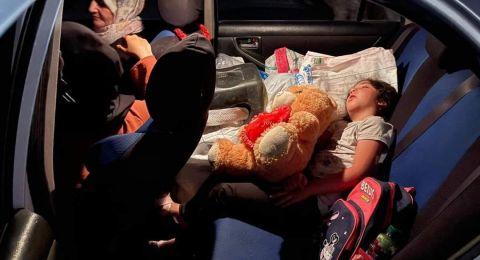 الطفلة رقية نامت في السيارة بعدما أجبرت العائلة على هدم المنزل في سلوان!