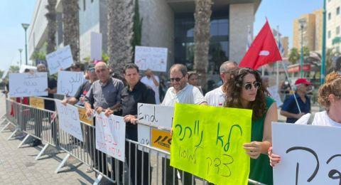 العشرات يتظاهرون في اللد للمطالبة بالعدالة في قضية الشهيد موسى حسونة