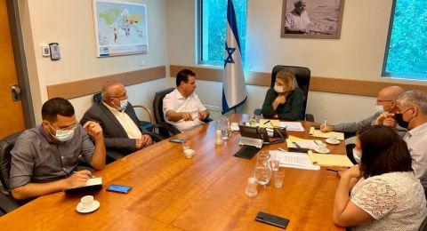 بعد جلسة مع المشتركة...وزيرة الاقتصاد تخصص مليارد شيكل لتطوير المناطق الصناعية